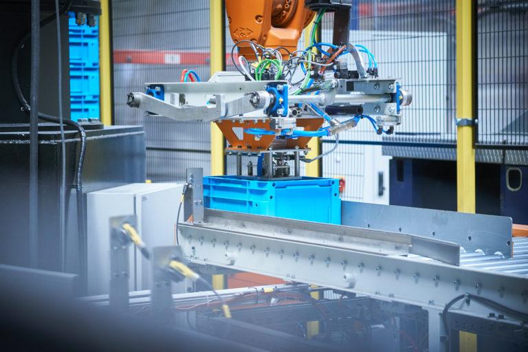 Zrobotyzowana paletyzacja plastikowych pojemników
